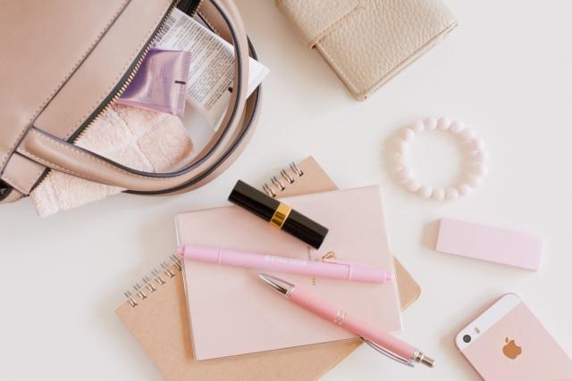 ピンク色のものを身に着ける