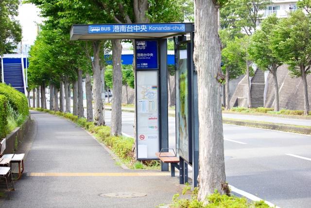 夢占いバス停でバスを待つ