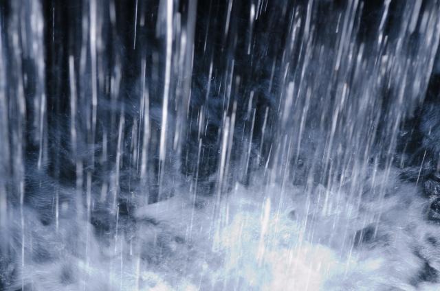 夢占い、土砂降り、豪雨、激しい雨、スコールの夢