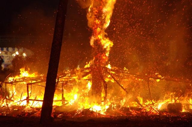 【夢占い】火事が次々と燃え移る