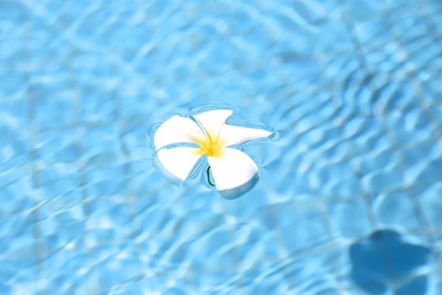 夢占い。プールで浮いている夢
