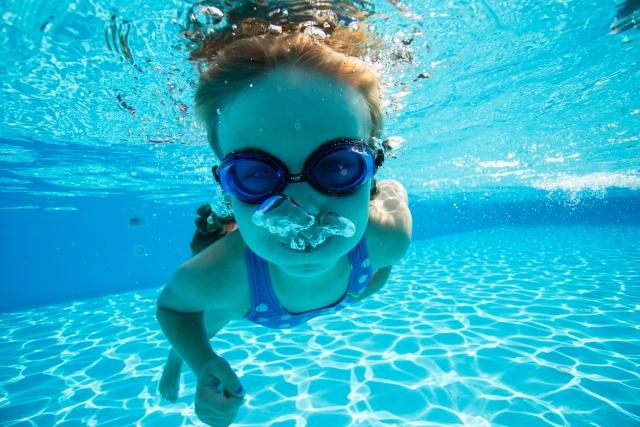 夢占い。プールで泳ぐ夢