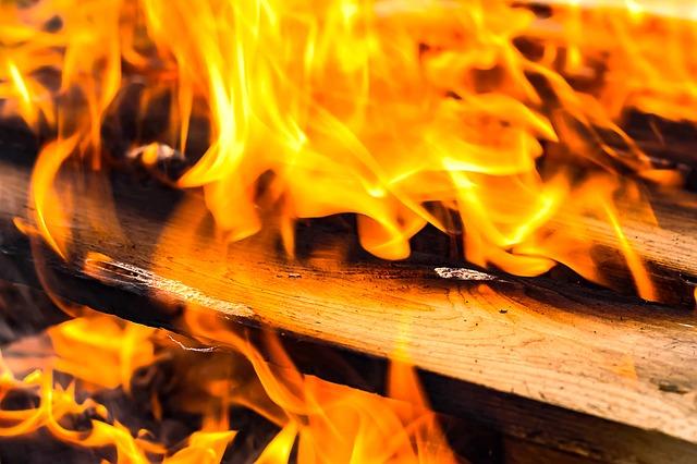 【夢占い】激しく燃える炎