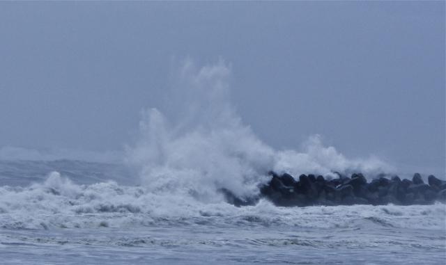 荒れた海の夢占い