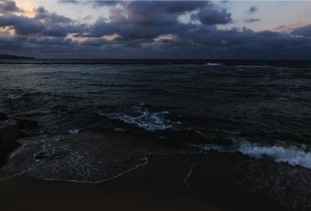 暗い海の夢占い