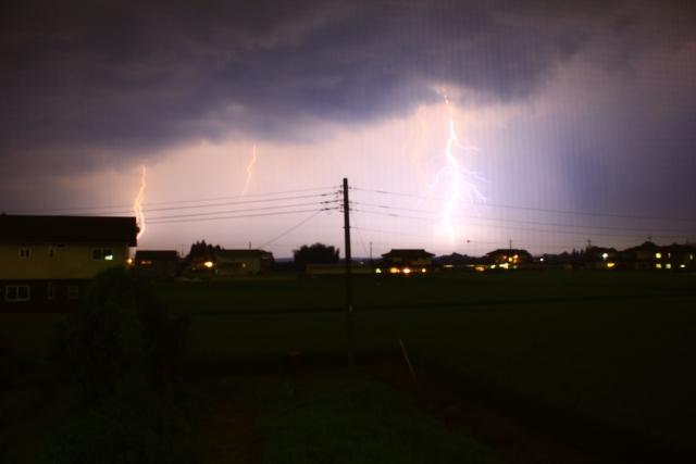 雷の稲妻が印象的な夢占い