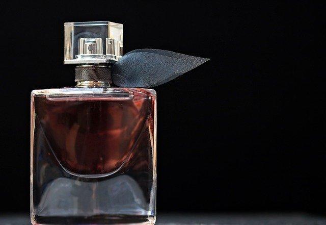 香水や香りのキツイ化粧品は絶対つけない