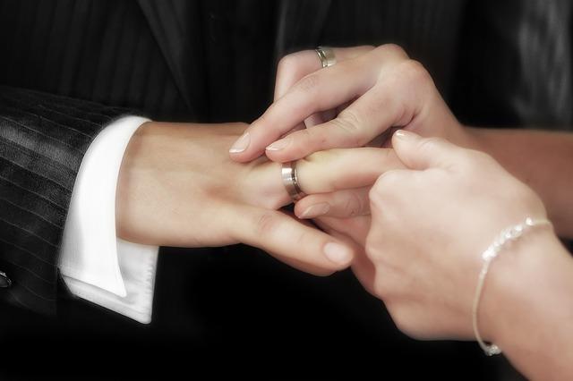 既婚者男性に魅力を感じるのはなぜ?魅力的な男性は自分で作れる!