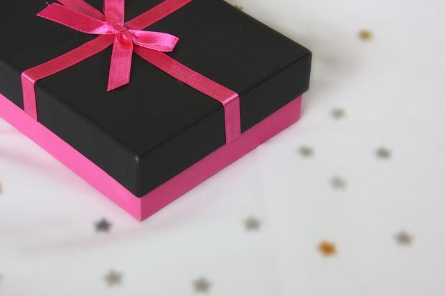 時計やマグカップをあげるな!不倫相手・既婚者へのプレゼント3選