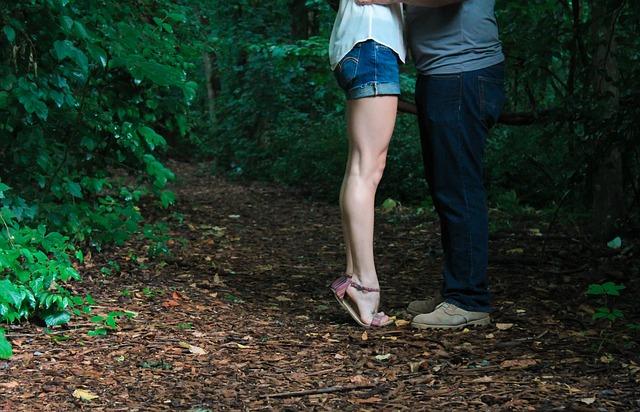 既婚男性は『良い意味で軽い女性』を求めている