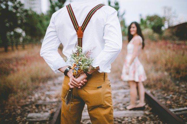 独身男性が既婚女性にアプローチをし始める