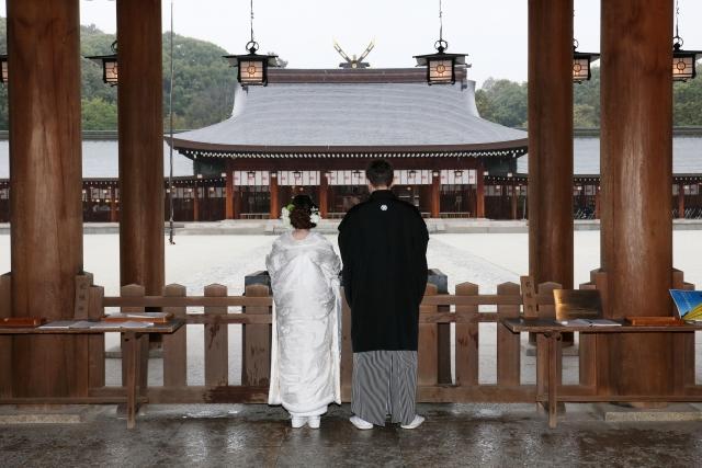 結婚式の日に雨が降っている夢占い