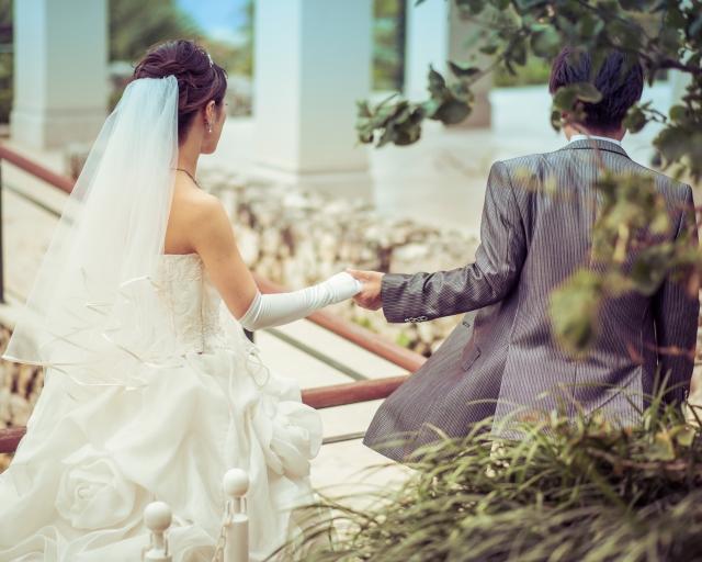 結婚式に遅れる夢占い