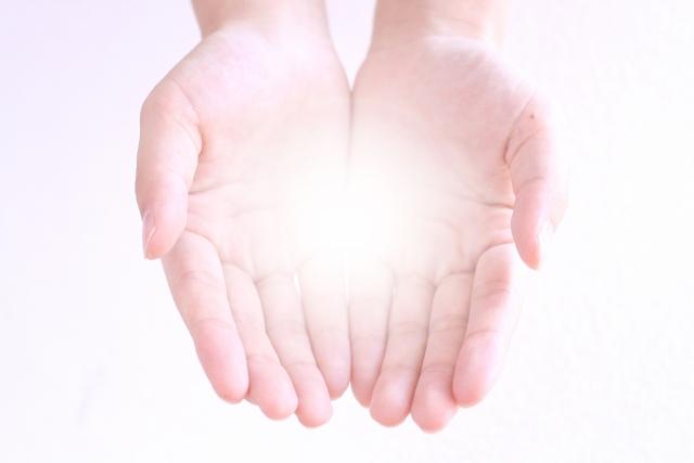 手相は右手と左手どちらを見るべき?