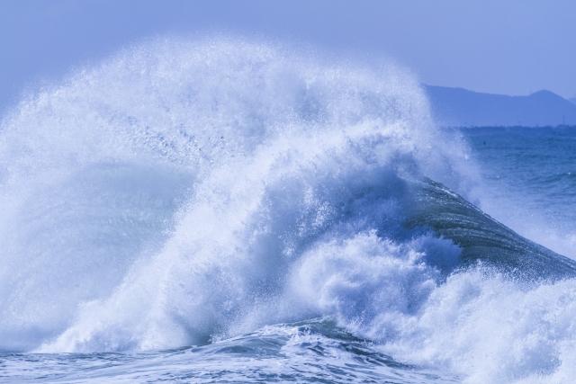 地震で津波や洪水がくる夢占い