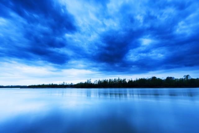 青い色が印象的な夢占い