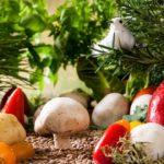 【夢占い】食べ物はあなたに必要なものを暗示!主食・肉・お菓子・魚・卵・乳製品・野菜・果物・木の実・豆類・調味料