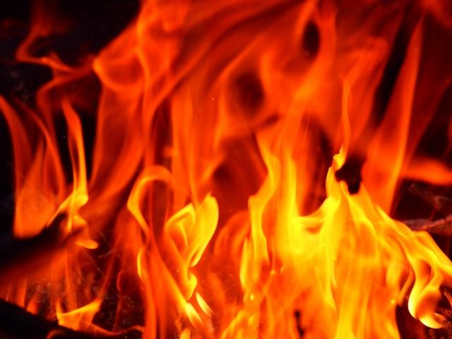 性質が『火』の人の金運が上がる財布の色