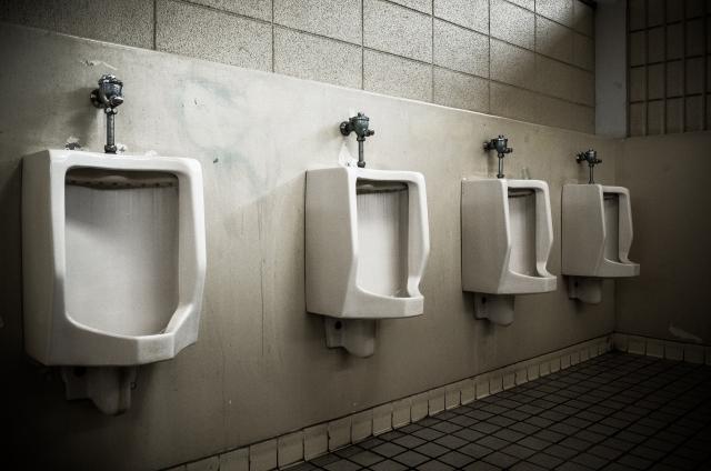 汚いトイレの夢占い