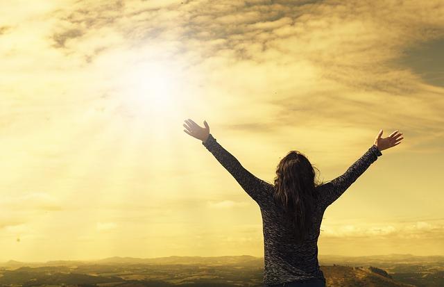 自己肯定感を高めるための考え方と実践的な4ステップ!人生も恋愛も上手く行かせよう!