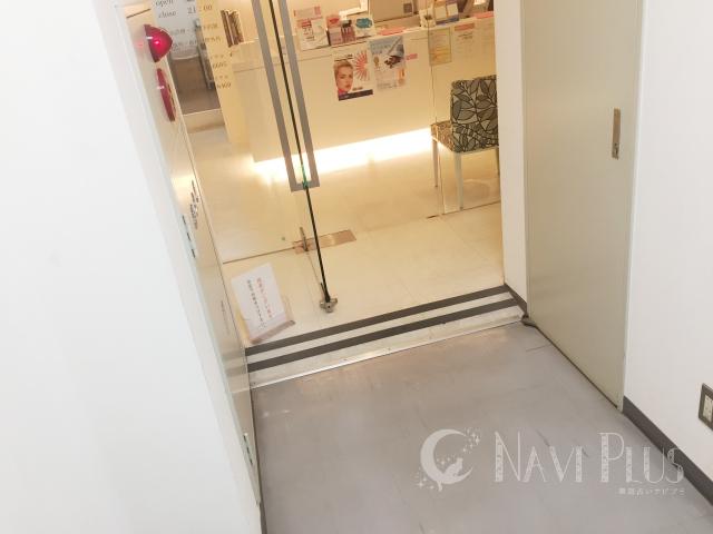 スターホワイトイング新宿三丁目北歯科の入り口