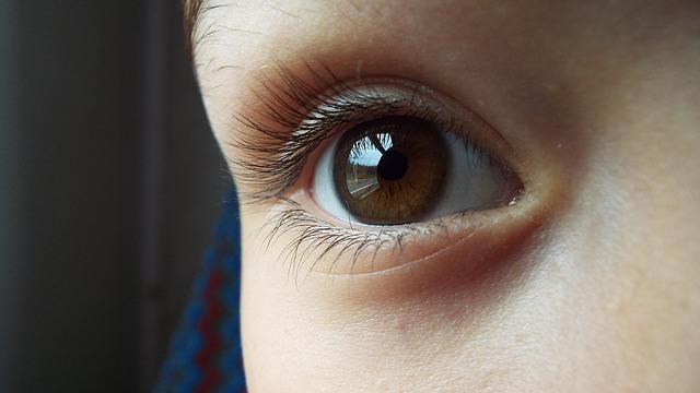 相手の目を見るのは1回につき3~5秒ほど