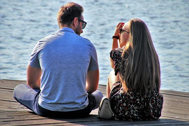 自己アピールをするより相手の話を聞く女性の方が好かれる!