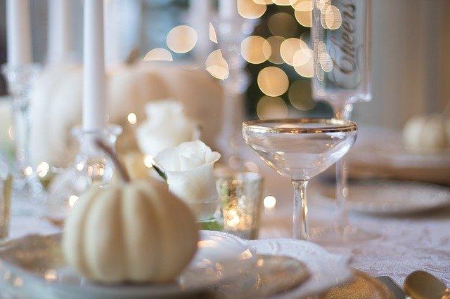 上質な陶器かガラス製の食器で揃える
