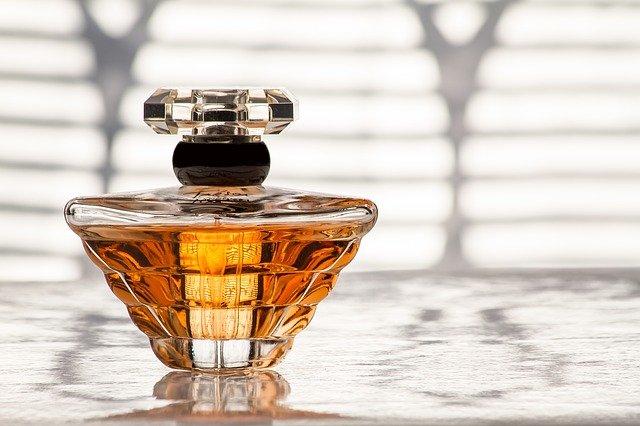 幸運を連れてくる香水の選び方!香水の基本と運気アップのポイントを知ろう!