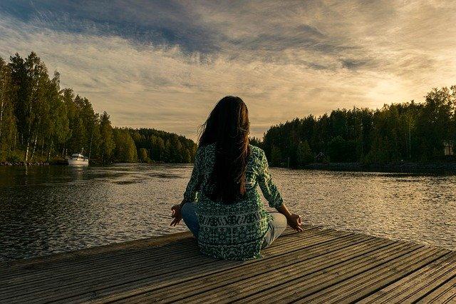 瞑想をして脳をリフレッシュさせる